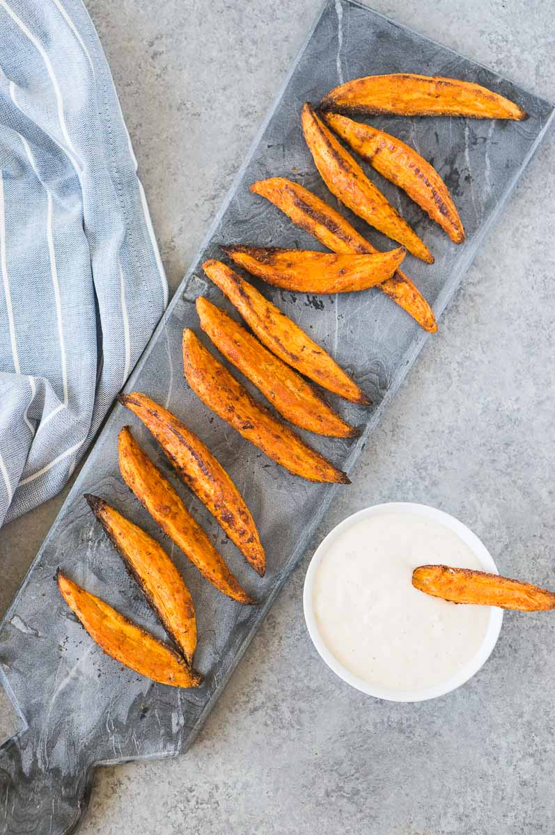 oven baked potato wedges with dipping sauce