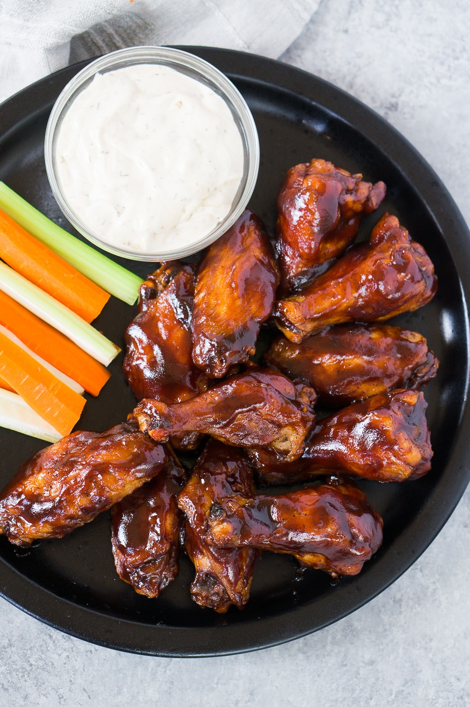 bbq chicken wings with white sauce